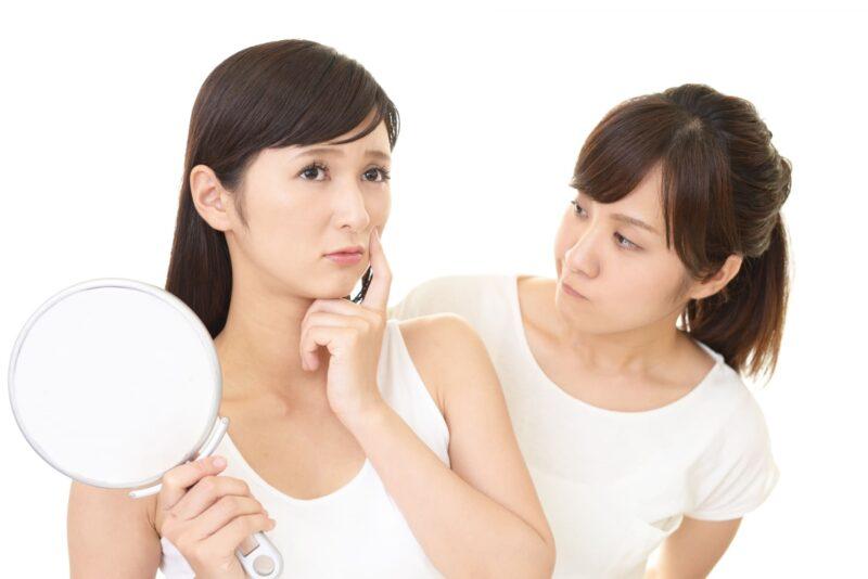 肌の悩みを持つ女性