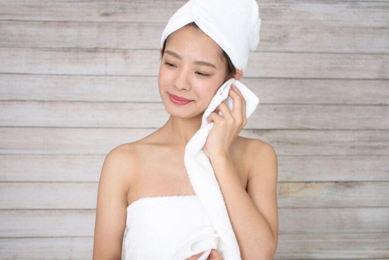 乾燥肌に効く化粧水の成分とは タオル
