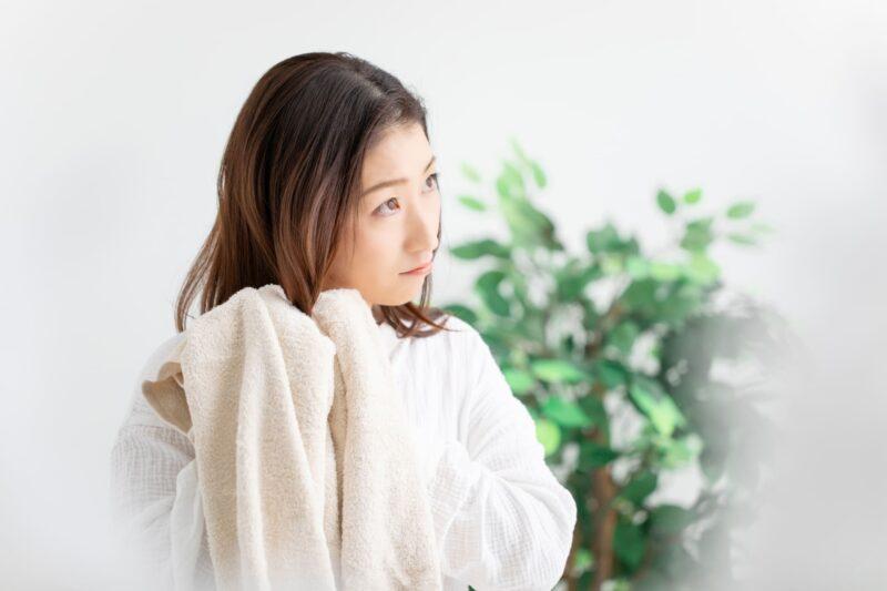 美髪の鍵は乾かし方?正しい乾かし方で美しい髪を手に入れる方法 タオル